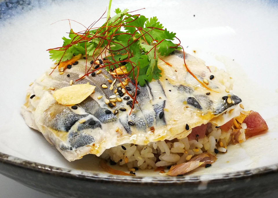 _960x683px_Poached-Pomfret-on-fried-rice